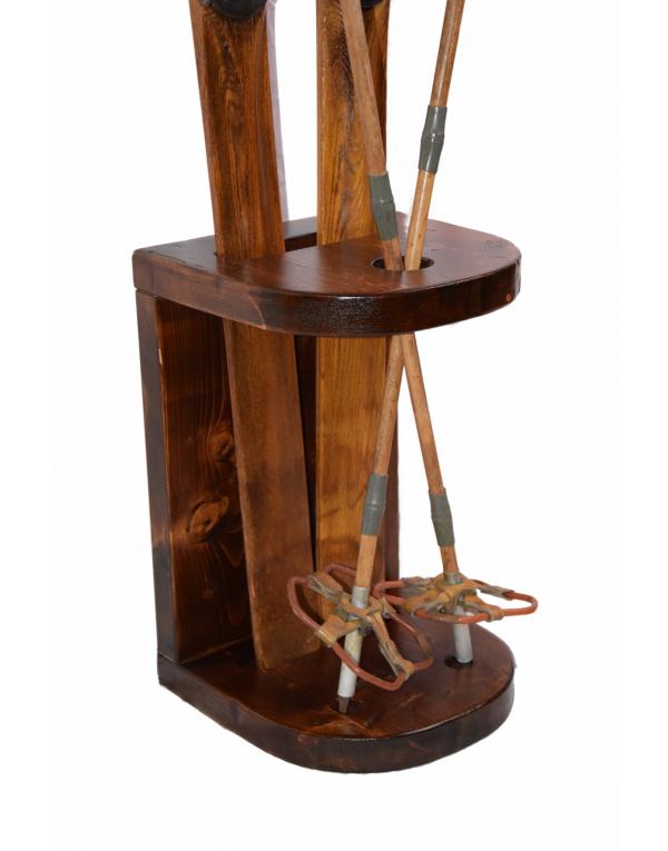 Ski Stand-Display for Antique Skis & Poles / Présentoir pour vieux skis & Bâtons/ Ski Stand-Display für alte Ski & Skistöcke